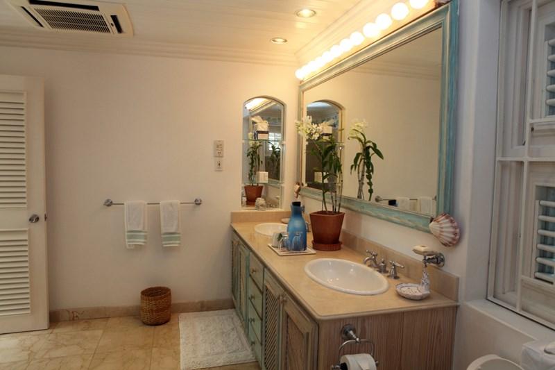 WIMCO Villas, Heronetta, RL HER, Barbados, Sandy Lane Beach - St. James, Family Friendly Villa, 4 Bedroom Villa, 4 Bathroom Villa, Pool, Bathroom, WiFi