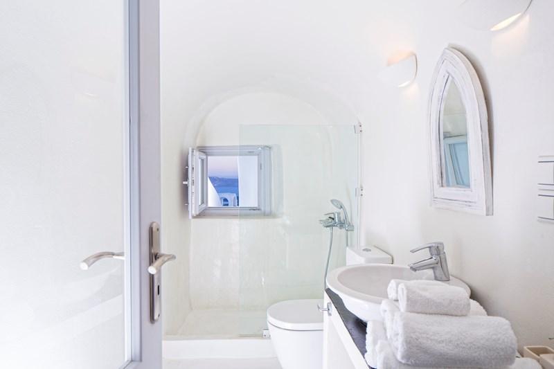 WIMCO Villas, Gaia, MED GAI, Greece, Santorini, Family Friendly Villa, 3 Bedroom Villa, 3 Bathroom Villa, Bathroom, WiFi
