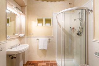 WIMCO Villas, Lenka, CSL LEN, Italy, Tuscany, Family Friendly Villa, 8 Bedroom Villa, 8 Bathroom Villa, Pool, Bathroom, WiFi
