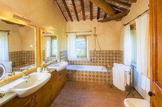 WIMCO Villas, Ada, HII ADA, Italy, Umbria, Family Friendly Villa, 7 Bedroom Villa, 7 Bathroom Villa, Pool, Bathroom, WiFi